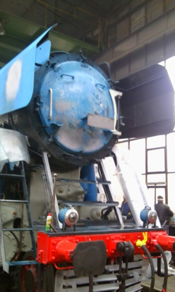 477.043 - čelo lokomotivy po nanesní kytu